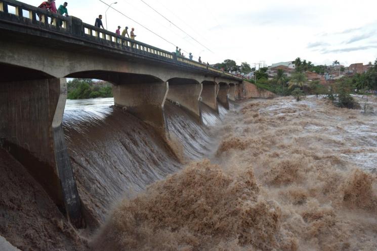 Entendam porque as águas que desceram de Pernambuco causou pânico e medo a população de Santana do Ipanema no estado das Alagoas